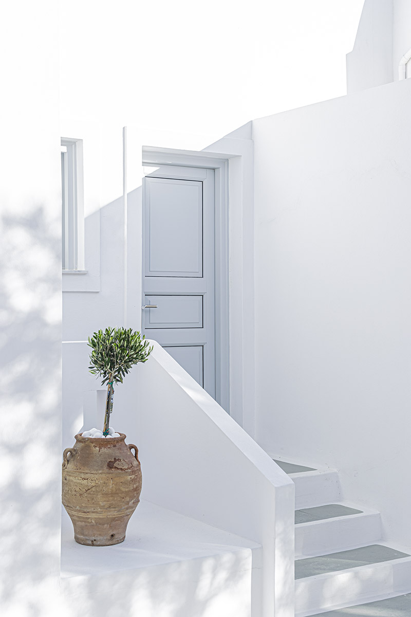 Phaos Suites, Luxury accomodation in Santorini, A beautifull resort in Imerovigli with endless view of the Aegean sea.